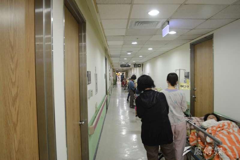 台灣中央流行疫情指揮中心今天宣布新增2例境外移入的武漢肺炎病例。示意圖,與新聞個案無關。(資料照,翁俊翹攝)