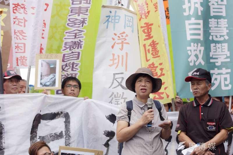 2016年,苗栗大埔張藥房老闆娘彭秀春在凱道抗議土地徵收,反對被迫遷離家園。(資料照,曾原信攝)