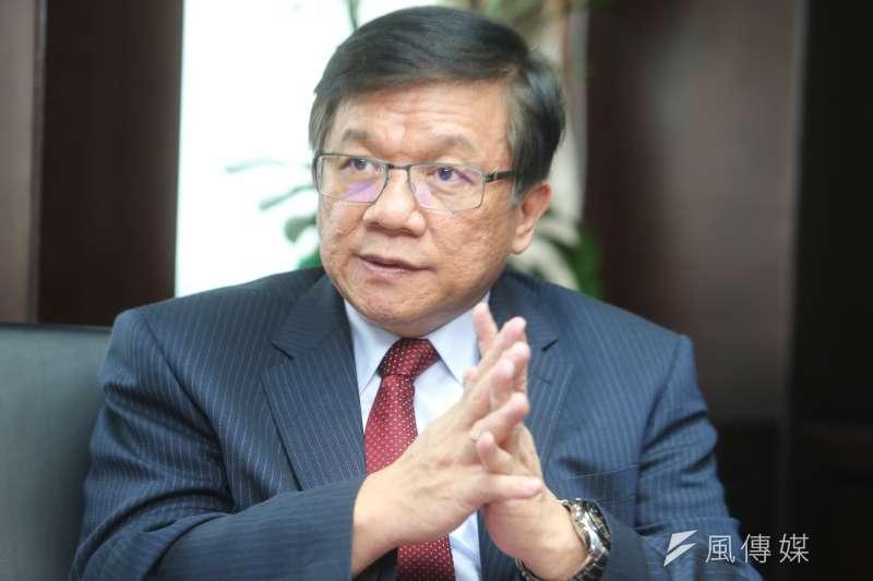 經濟部長李世光在接受《風傳媒》專訪時談及環保問題,指出單純禁燒生煤其實是錯的,「不該管進去是什麼,要管出來是什麼!」(陳明仁攝)