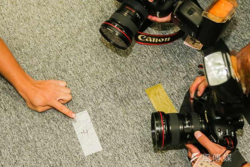 20160908-總統蔡英文出席2016英雄聯盟世界大賽LMS加油行前會.並表示從來未曾出席類似活動.也指出主辦單位提示她站立的位置標示膠帶寫著「王」.也異於平常.(陳明仁攝)