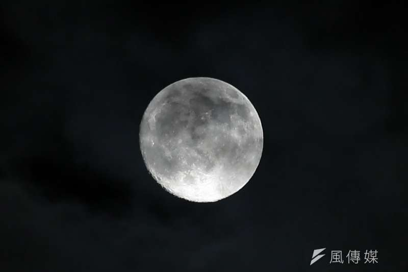 台北市立天文館表示,睽違8年後,中秋節終迎來真正「滿月」。(示意圖/顏麟宇攝)