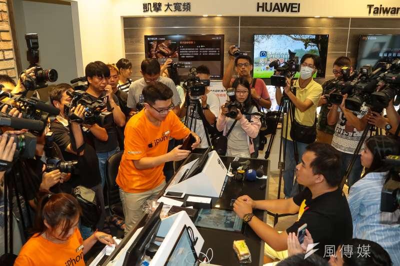 因應499吃到飽方案低價競爭,台灣大哥大加碼推出家用寬頻1個月優惠,全力「固樁」。(示意圖,顏麟宇攝)
