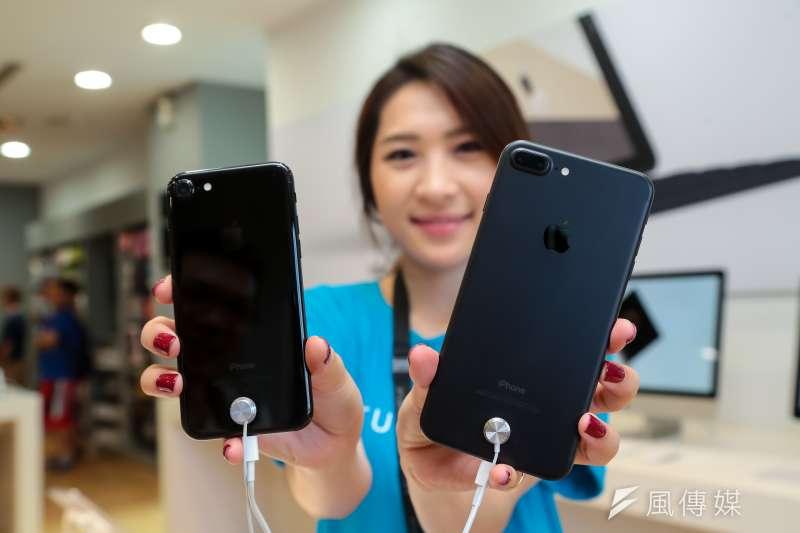 蘋果前200大供應商中,台灣廠商就占了41家之多,其中股票在台上市櫃者就有38家,份量可見一斑。然而,雖然iPhone賣座,但購買蘋果概念股卻未必保證賺錢。(資料照,顏麟宇攝)