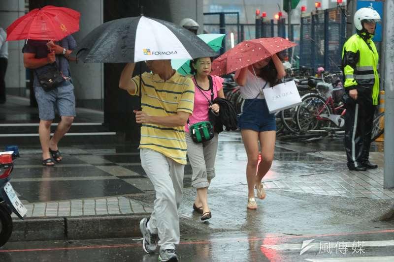 端午節4天連假各地氣候穩定,然而氣象專家吳德榮表示,緊接而來的將是強勁的「中尺度對流」,恐於下周五、六產生極大的降雨。(資料照,顏麟宇攝)