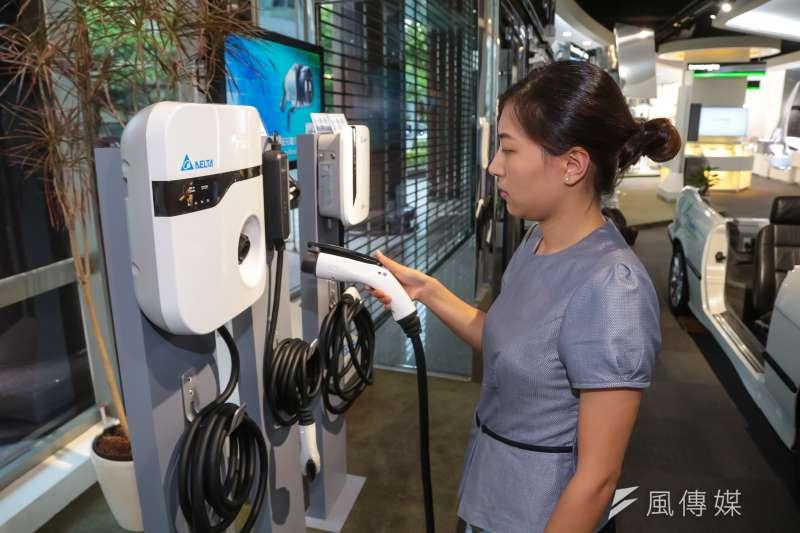20160920-台達電子展示的電動車充電解決方案。(顏麟宇攝)