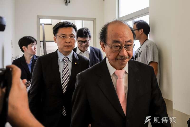 內政委員會,離開委員會協商後,柯建銘、趙天麟走回委員會-甘岱民攝