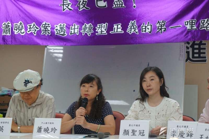 台北市長柯文哲決議恢復前市長郝龍斌時期遭解職的蕭曉玲教職,蕭曉玲22日上午舉行記者會。(王彥喬攝)