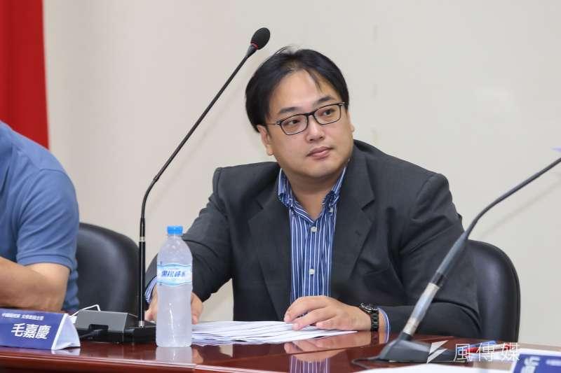 民進黨下禁令不准公職人員參加喜樂島活動,而台南市長候選人高思博競總發言人毛嘉慶今(18)出示1份民進黨內部的便簽。(資料照,顏麟宇攝)