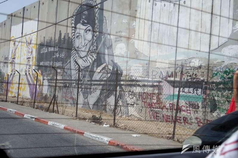 長達708公里的隔離牆上畫滿塗鴉,巴勒斯坦民眾以藝術表現憤怒和無奈。(圖/簡恆宇攝)