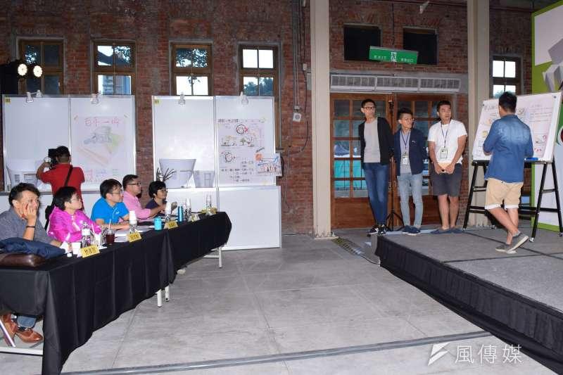 1日台達綠築跡設計營 ,各組介紹設計圖,評審進行評選。(陳伯聖攝)