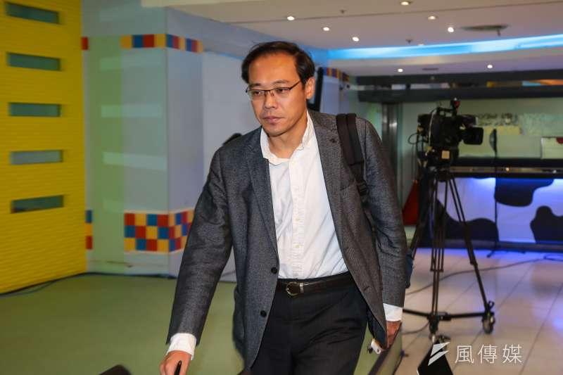 國民黨前發言人楊偉中在個人臉書發文指出,很多人在罵的「藍綠惡鬥」,本質上往往是「紅綠鬥爭」。(資料照,顏麟宇攝)
