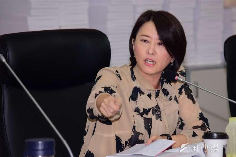 台北市議會教育委員會13日進行專案報告蕭曉玲案,議員王鴻薇質詢。(陳伯聖攝)