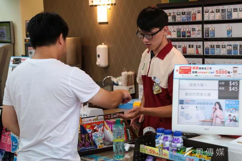 20161021-上祚專題配圖-各種不同職業勞工-便利超商店員。(顏麟宇攝)