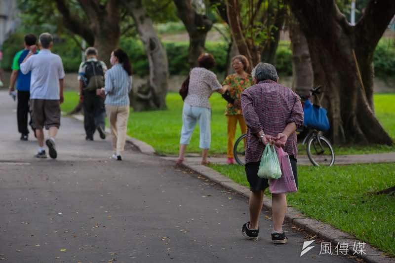 全台有300萬勞工未來退休後的收入僅能仰賴勞保老人年金,以目前勞保老人年金每月平均僅1.6萬元的給付,這些勞工若無其他積蓄,恐將面臨老年貧窮的命運。(顏麟宇攝)