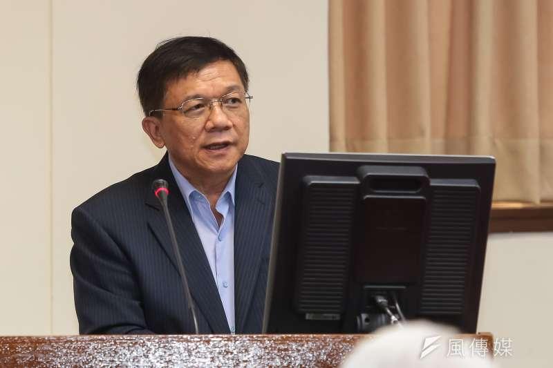 巴黎協議上周生效,台灣提交自願減碳承諾。面對減碳及廢核的兩難,李世光7日強調,若政策都能順利推動執行,則應可以達成非核、減碳2項目標。(顏麟宇攝)