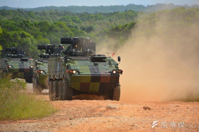 今年「長青操演」是雲豹甲車服役後首度整裝由北向南長途奔襲,將嚴格考驗國造八輪甲車的機動力和耐力。(吳明杰攝)