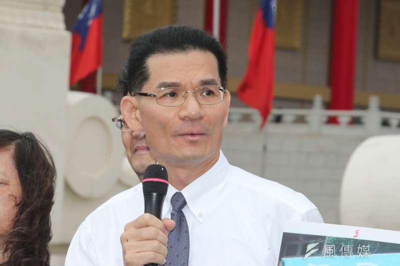 今年10月29日,台灣宗教團體愛護家庭大聯盟針對同志遊行、同婚與收養議題表達看法,圖為護家盟秘書長張守一(陳明仁攝)