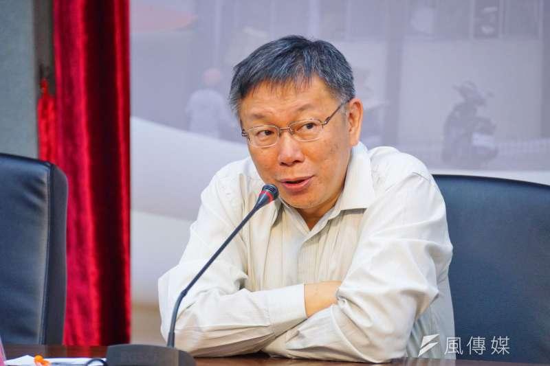 台北市長柯文哲6日出席里長市政座談會時,對於磺溪橋下預計建設的區民活動中心,要等到2020年才能完成,柯笑問要等到「反攻大陸」後才執行,認為時間拖太久。(資料照,盧逸峰)