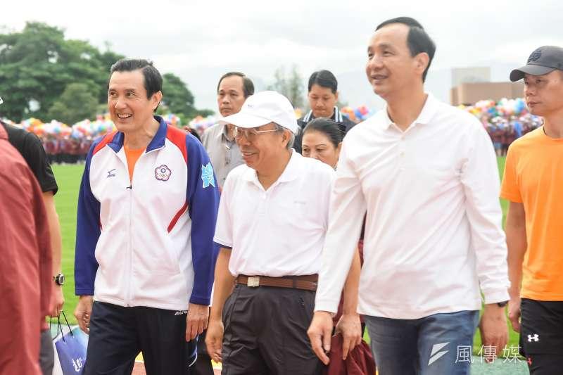 20161126-台塑集團第34屆運動大會,馬英九(左起)、王文淵與朱立倫一同入場。(甘岱民攝)