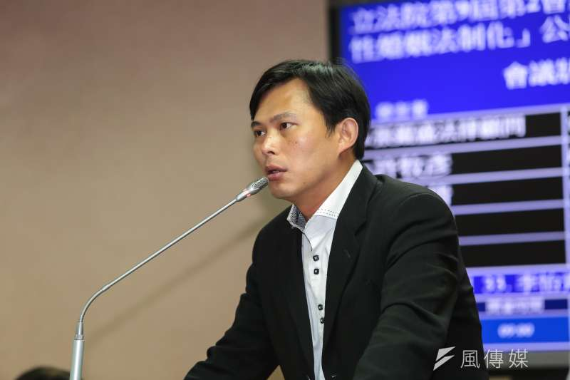 20161128-時代力量立委黃國昌28日出席立法院司法法制委員會公聽會。(顏麟宇攝)
