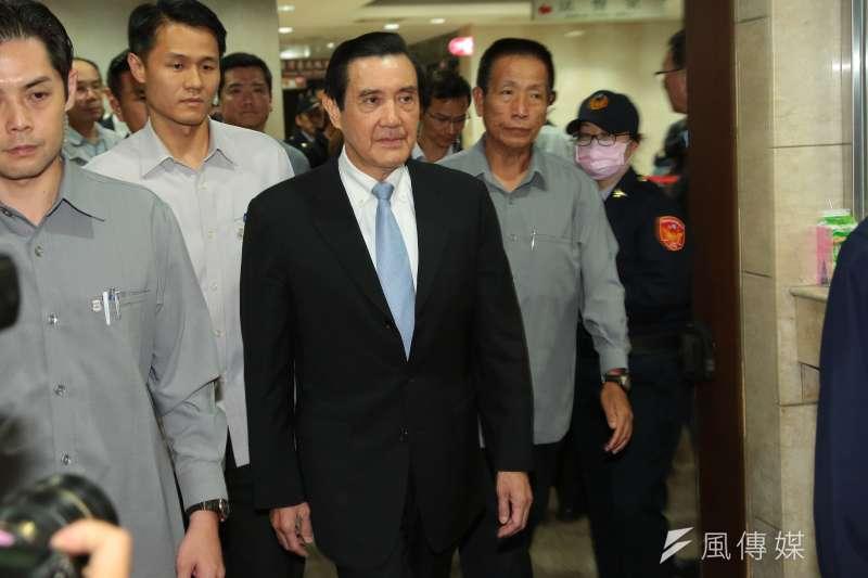 前總統馬英九在北檢接受馬拉松式的問訊,事後則不斷有未辦真偽的「案情」洩露於媒體。(顏麟宇攝)