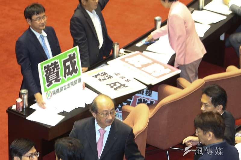 日前民進黨諸立委共同連署提案,針對《台灣地區與大陸地區人民關係條例》,提案內容刪除「國家統一前」字眼。(資料照,陳明仁攝)