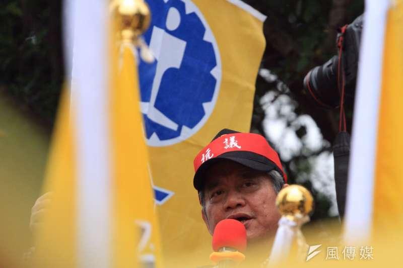 20161214-SMG0045-015-台鐵3000員工上街抗議,台鐵工會因四項訴求獲得回應,取消前往民進黨部,朝立法院前進。台鐵工會理事長張文正。(曾原信攝)