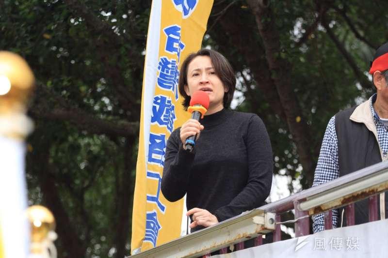 2016-12-14-台鐵3000員工上街抗議-蕭美琴到場支持-表示「鐵路對花東很重要」-曾原信攝