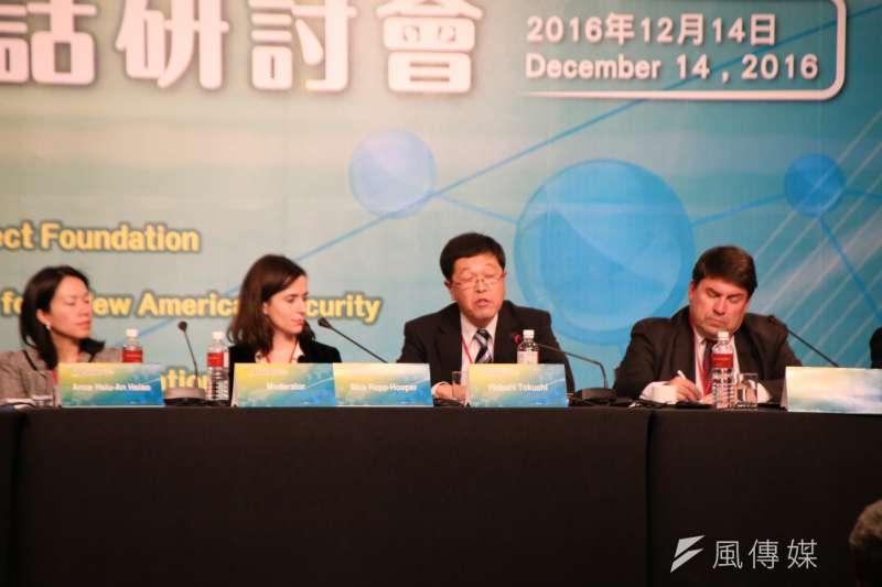 日本世界平和研究所顧問德地秀士(Hideshi Tokuchi,右二)指出,以美國為核心並且有美國強大軍事部署的「軸輻式安全系統」(hub-and-spokes security system)是確保區域安全的關鍵。(石秀娟攝)