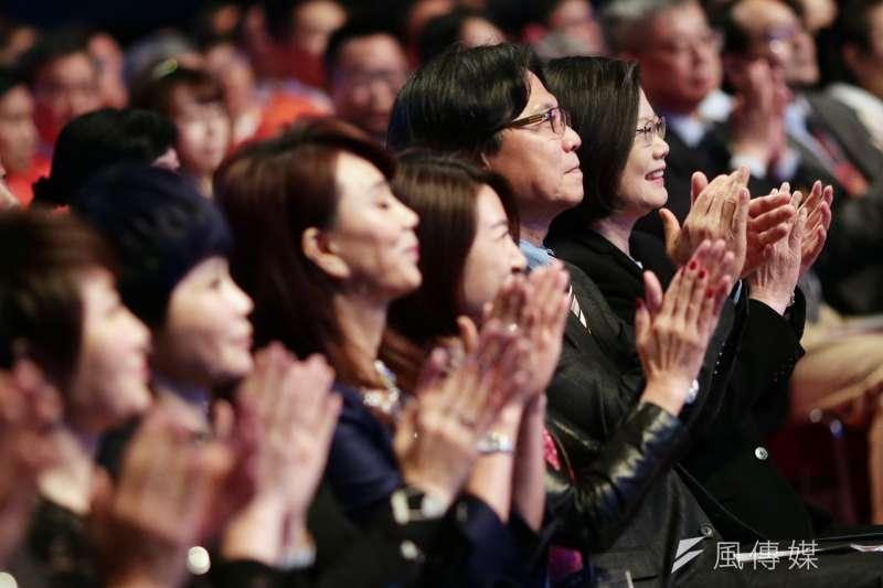 總統蔡英文今(17)日出席三立電視「Hero at Taiwan」台灣真英雄頒獎典禮。(取自總統府)