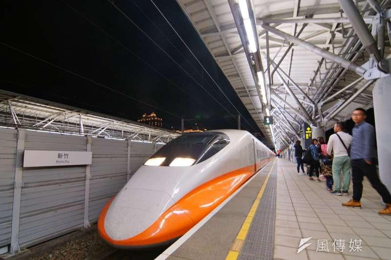 據媒體報導,高鐵董事長江耀宗表示,旺季及熱門時段車廂幾乎全滿。圖為台灣高鐵列車,攝於新竹站。(盧逸峰攝)