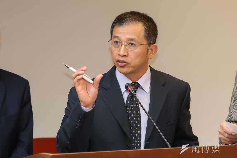 20161219-衛福部社會保險司長商東福19日於衛環委員會備詢。(顏麟宇攝)