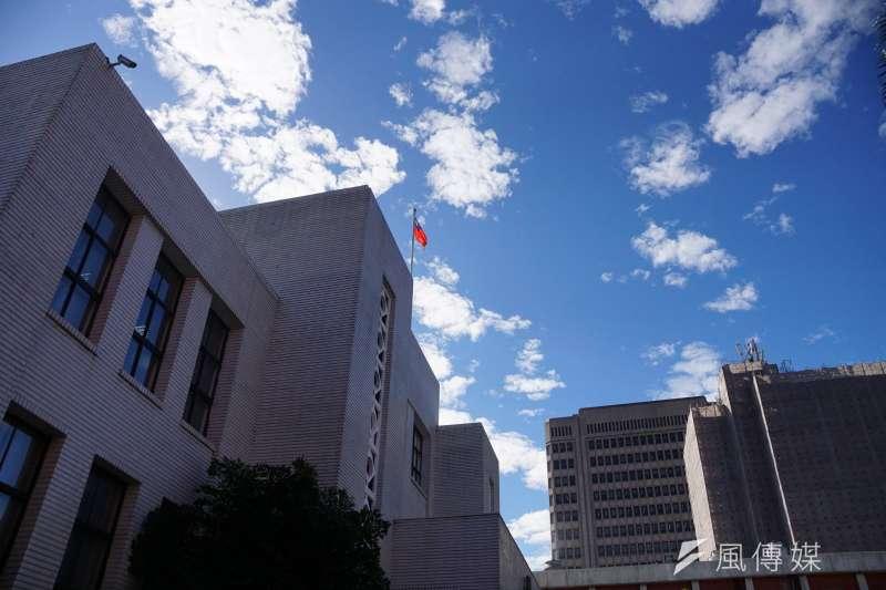 周末天氣晴朗,但由於大氣穩定不利擴散,氣象專家吳德榮提醒,近日民眾周末在外活動,也應注意空氣品質的狀況。(資料照,盧逸峰攝)
