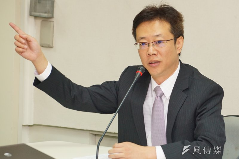 民進黨「新北預辦登機落空?」記者會,立委張宏陸發言。(盧逸峰攝)