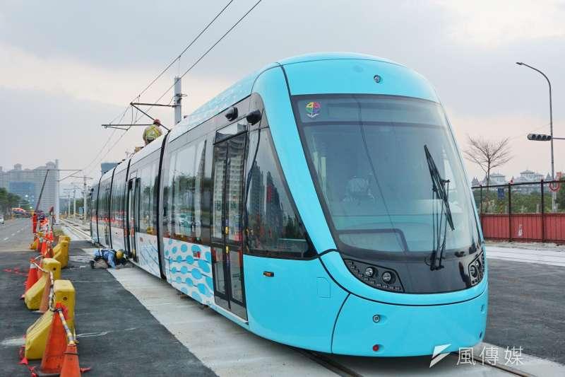 20161223-首輛國車國造的淡海輕軌列車「行武者號」,於23日起在淡海新市鎮路段亮相,進行靜態展示。(盧逸峰攝)
