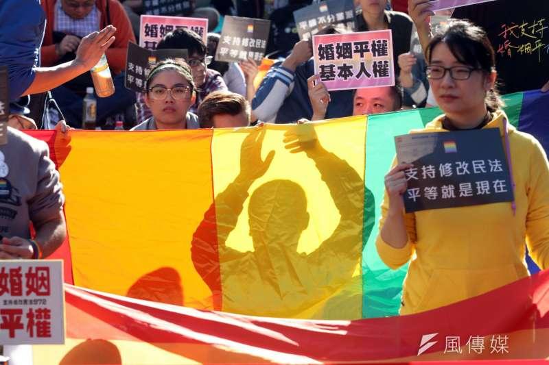 立法院婚姻平權修法,挺同團體聚集濟南路呼籲直修民法。(蘇仲泓攝)