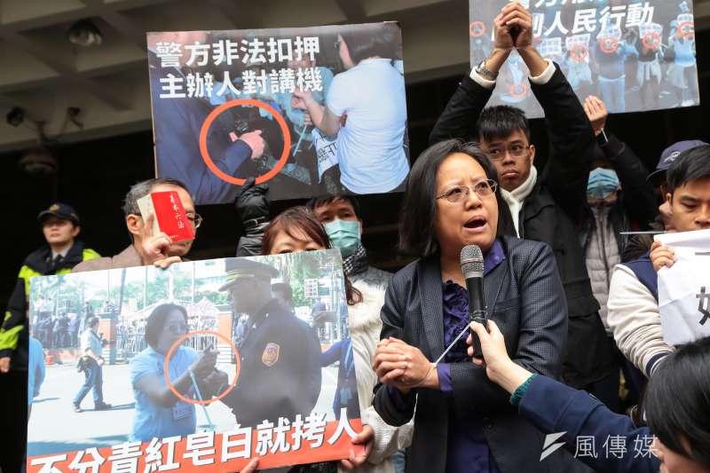 反同牧師趙曉音於2016年底的抗議活動被上束帶逮捕,憤而申請國賠70萬,台北地院24日判她敗訴。(資料照,顏麟宇攝)