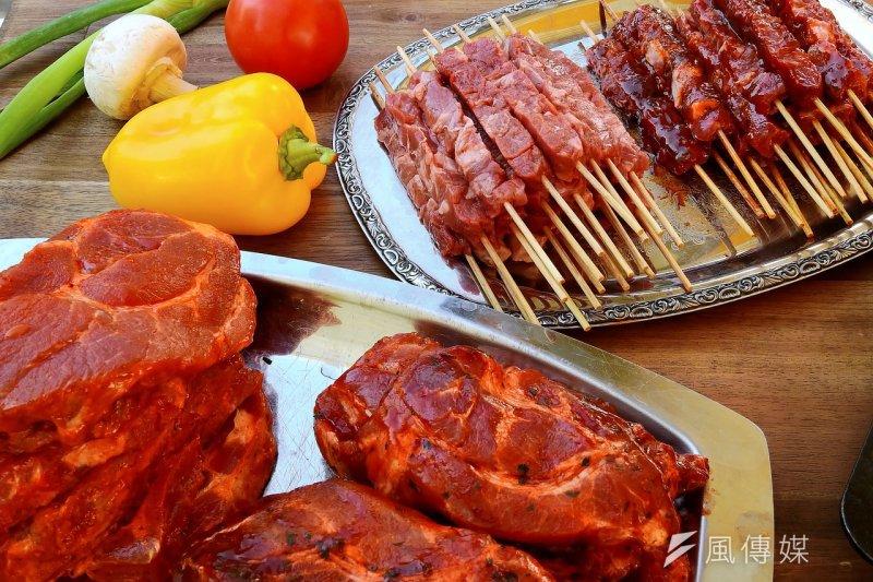 去到日本吃一頓美味多汁的燒肉是一定要的!但你知道在日本豬肉、雞肉的唸法嗎?日本豬、雞肉唸法總整理!讓你點餐不再徬徨!(圖/Pixabay@WerbeFabrik)