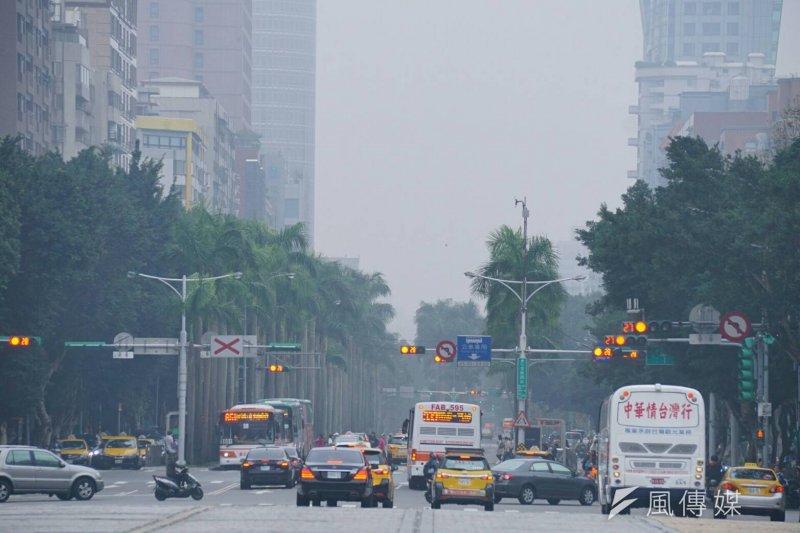20170106-SMG0045-002-霧霾、空氣汙染,台北配圖。(盧逸峰攝)