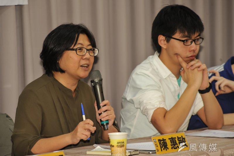 時代力量秘書長陳惠敏(左)自嘲,因為時代力量席次少,提完法案就沒事,行政部門力量也是很大,讓立法院比較像「立法局」。(甘岱民攝)