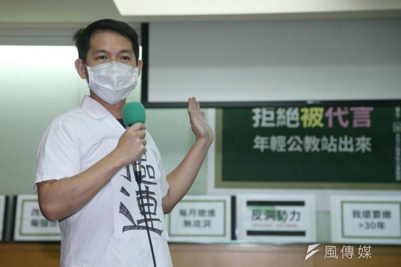 《公門菜鳥飛》作者林于凱8日召開記者會,要求年金改革制度必須一體適用、溯及既往(陳明仁攝)