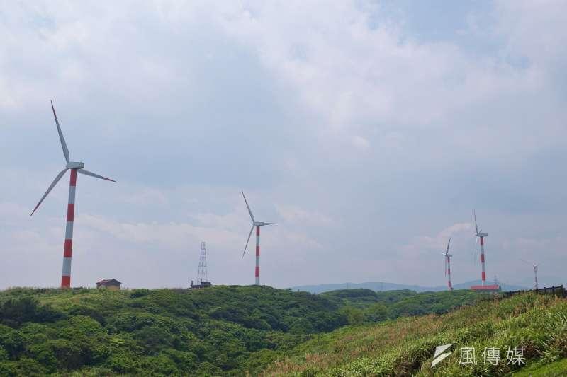 石門北海岸的風力發電機。(盧逸峰攝)