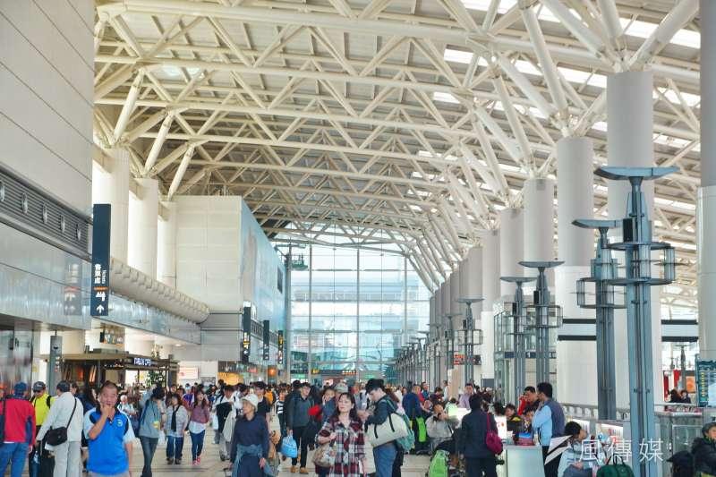 高鐵延伸到屏東,南部人的心聲政府聽到了嗎?圖為台灣高鐵左營站內部一景。(盧逸峰攝)