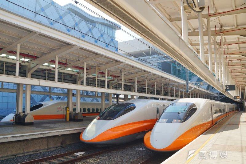 高鐵延伸屏東有助平衡城鄉差距,圖為高鐵列車停靠於左營站月台。(盧逸峰攝)