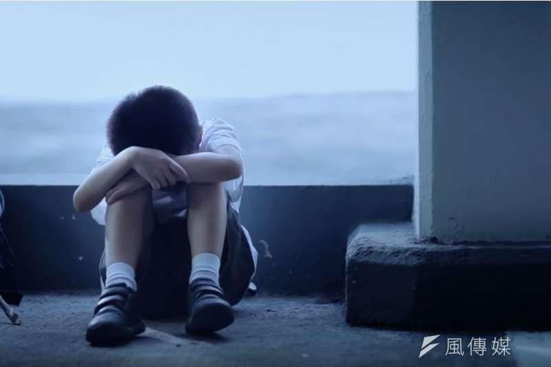 「主管機關應立即提高警覺,積極介入並給予必要之支援,如此才有機會防範因家庭功能失常,導致父母或負責照顧者對於兒少的不當行為,讓必須仰賴照顧者才能生存,甚至連痛都還不會說的幼童,有活下去的機會。」(示意圖,取自香港社會福利署網站)
