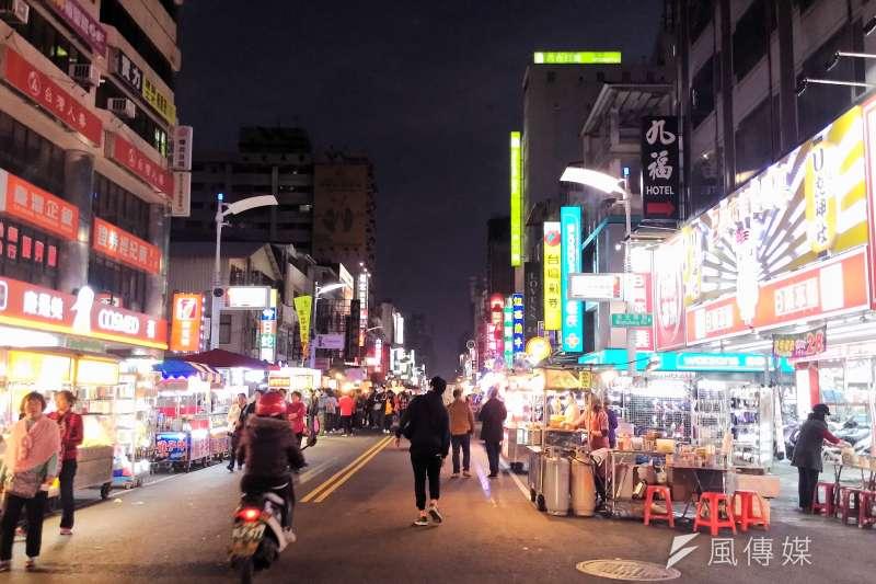 具60年歷史高雄六合夜市,疫情來襲後生意相當慘澹。(資料照,取自六合夜市-Chi-Hung Lin@flicker)