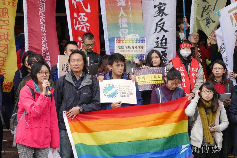 20170120-SMG0045-009-台灣兩公約國際審查20日告一段落,人權公約施行監督聯盟於審查結束後,在場外召開記者會發表共同聲明。(洪與成攝)