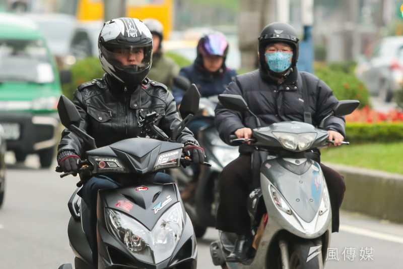 整治空污環保署向汽機車開刀,汽柴油空污費下半年分別漲1角、2角。(資料照,顏麟宇攝)