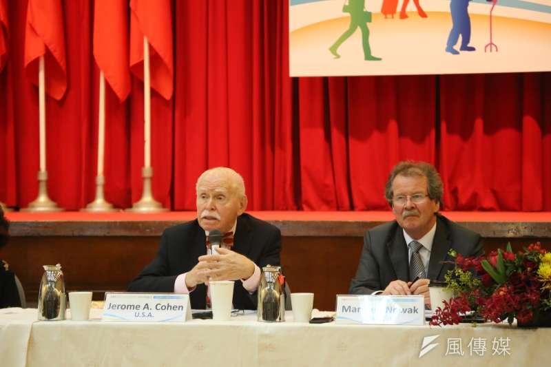 紐約大學法學院教授及亞美法研究所共同主任孔傑榮(Jerome Cohen,左)今(20)日指出,台灣的人權表現比起1960年代,已有長足進展。(石秀娟攝)