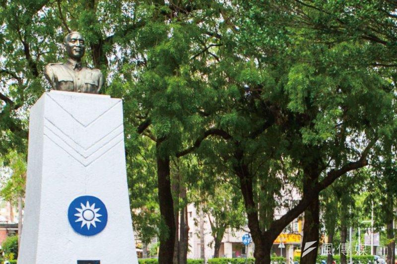 原位於中興大學校園內的蔣介石銅像,卻在寒假期間遭到撤換。(取自中興大學網站)